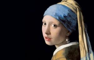 La ragazza con il piercing di bronzo.