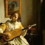 Donna che suona la chitarra.