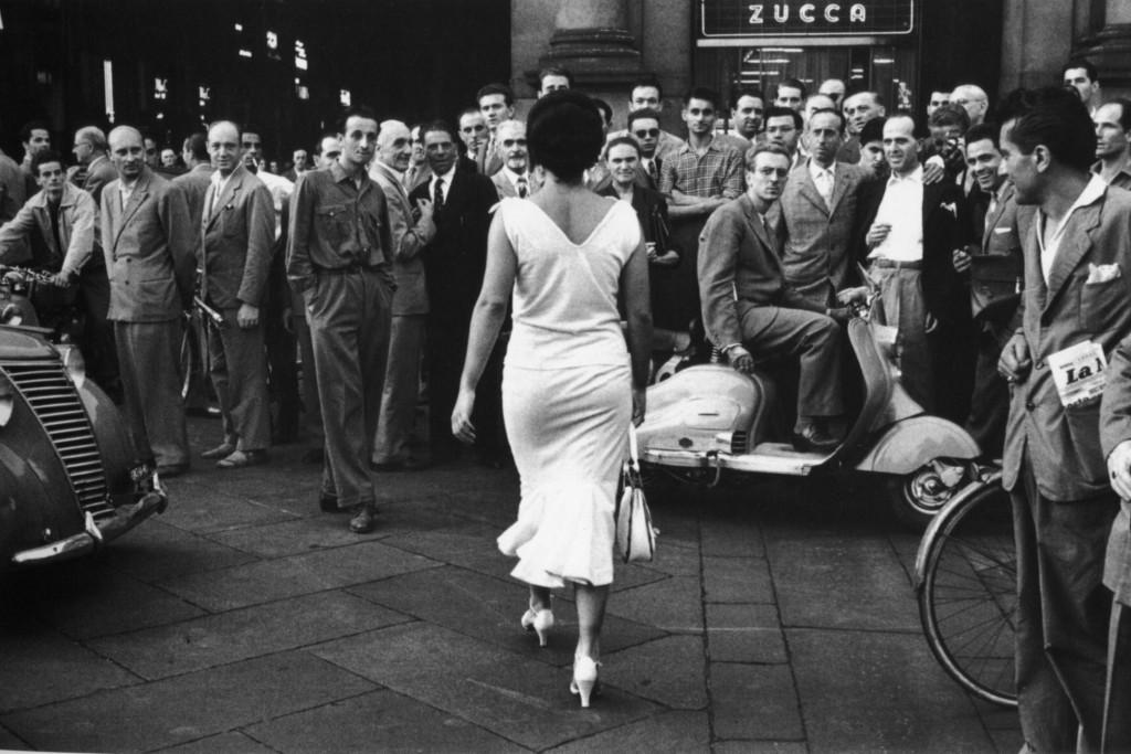 De Biasi: Gli Italiani si voltano .  Foto di copertina di questo Blog.