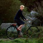 Barbara in bici: charmante e regale