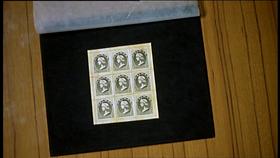 I nove francobolli della Repubblica di Weimar, oggetti del desiderio dei truffatori del film.
