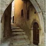 Castro dei V: Arco di accesso in S. Maria