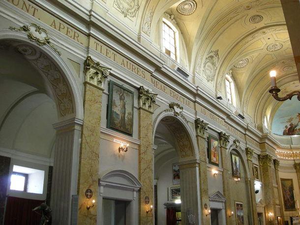 Castro dei V. : Chiesa di S. Oliva