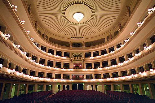 Non è il Globe , ma il Teatro Cittadino di Reggio Calabria