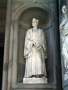 Statua di Guicciardini agli Uffizi