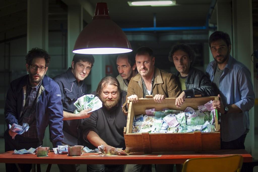 """I protagonisti di """"Smetto quando voglio"""": i soldi facili, e i guai sicuri"""