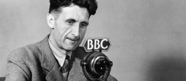 Il creatore letterario del Grande Fratello, nei panni di giornalista radiofonico
