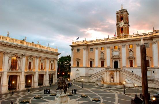 Roma : Campidoglio, Musei Capitolini, e Piazza disegnata da Michelangelo Buonarroti