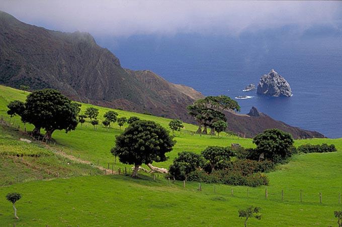 Napoleone e il Vangelo; L'isola di Sant'Elena (scorcio del panorama)