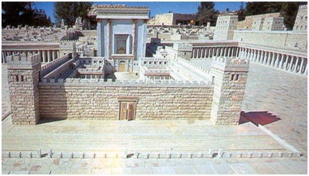 Pilato, Giuda e Matteo (III): Plastico del Tempio