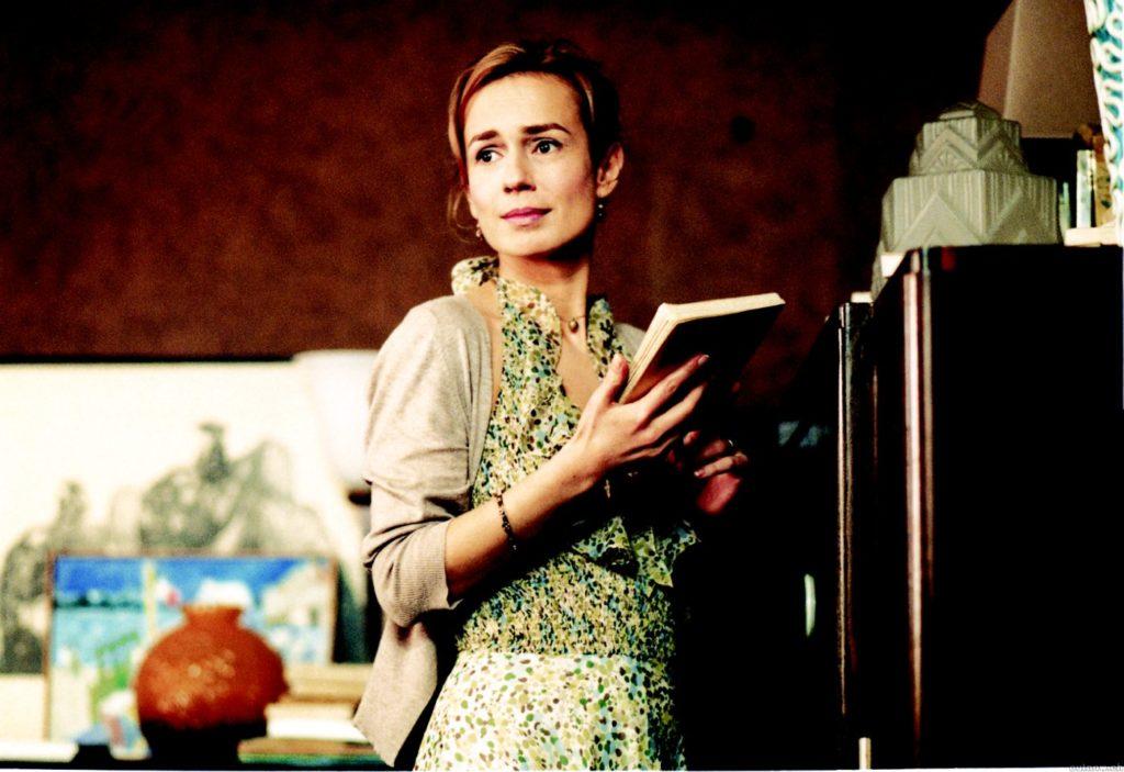 Confidenze troppo intime: Sandrine  Bonnaire scruta William e vuol sapere tutto della sua  (di lui) vita.