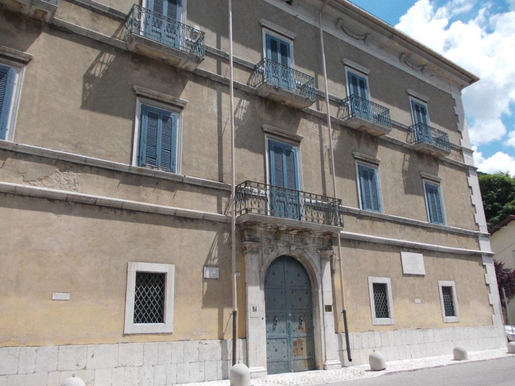 Benedetto Croce, Pescasseroli, Palazzo Sipari, facciata