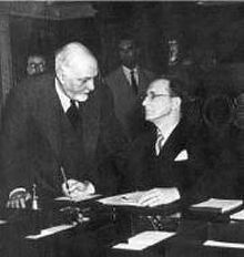 Alcide De Gasperi (Presidente del Consiglio), Carlo Sforza (Ministro degli Esteri) : Conferenza di Pace, Parigi (1947)