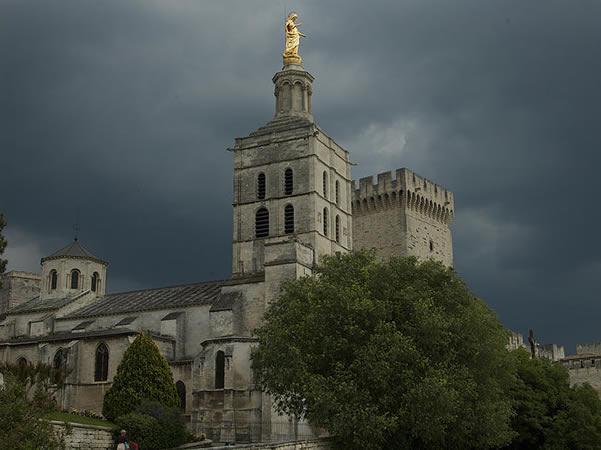 Cathedrale-de-notre-dame-des-doms-avignone-provenza-francia