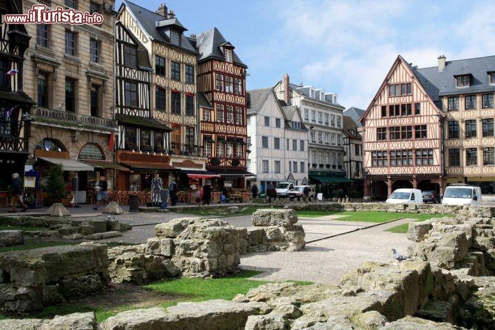 Rouen- Palce Jeanne (Au Vieux Marché)