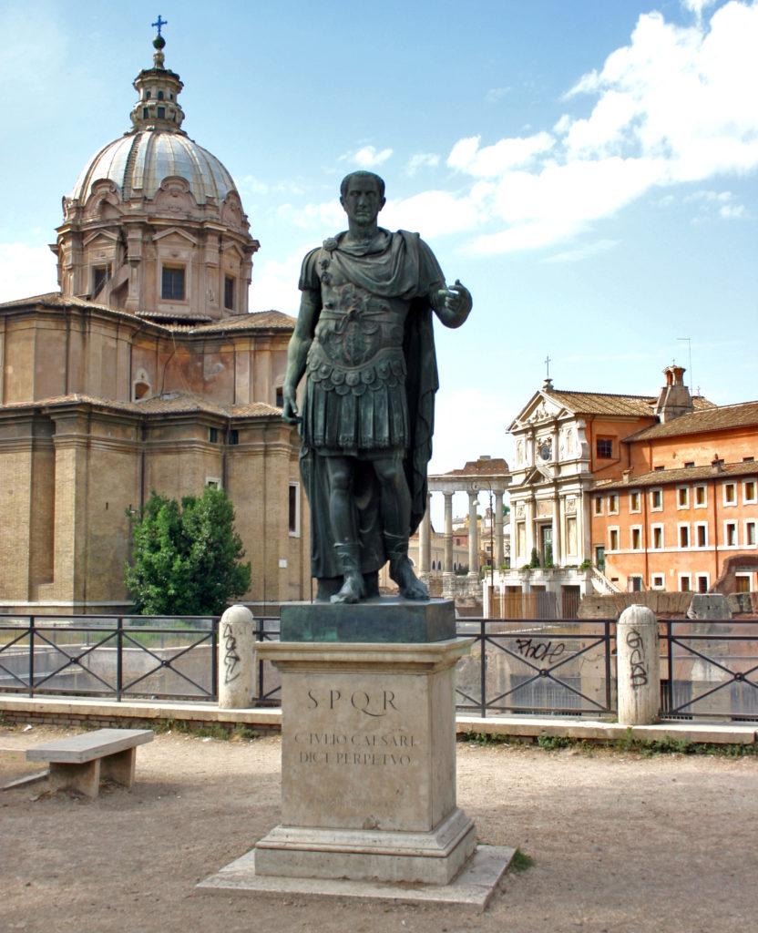 2018-003 Catilina 3 - Statua di Cesare ai Fori Imperiali , in Roma